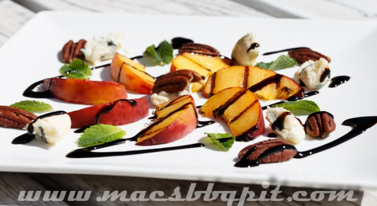 Grilled peaches with blue cheese